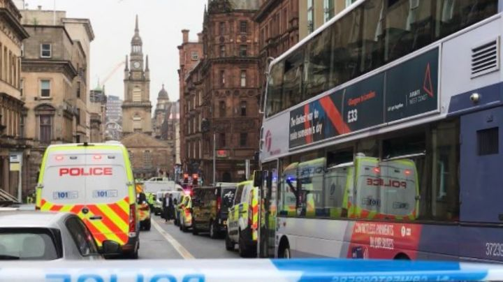 La Policía de Glasgow abate a hombre que asesinó a tres con un cuchillo; hay un oficial herido