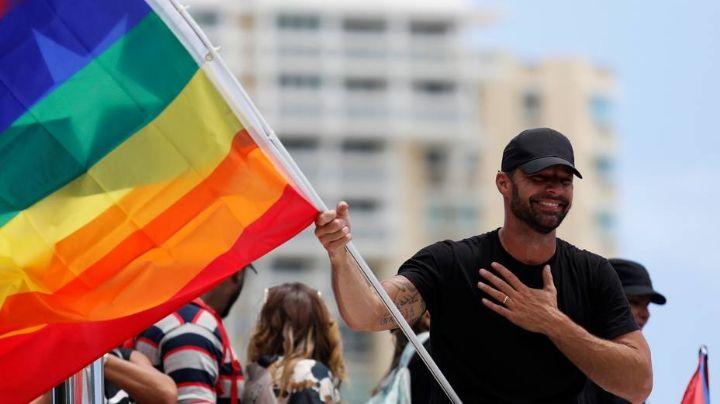 Ricky Martin celebra el mes del orgullo LGBT; posa junto a su esposo ¡con poca ropa!