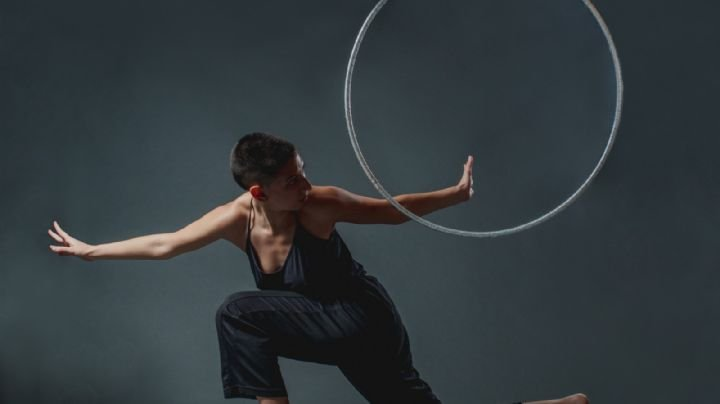 Habitar tu cuerpo para sanar: Ali Salguero artista y persona no binaria da clases de danza y hula