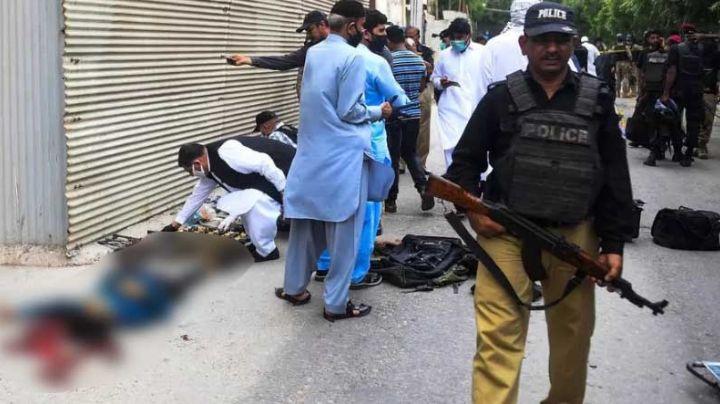 VIDEO: Ataque a Bolsa de Pakistán deja saldo de 6 personas fallecidas