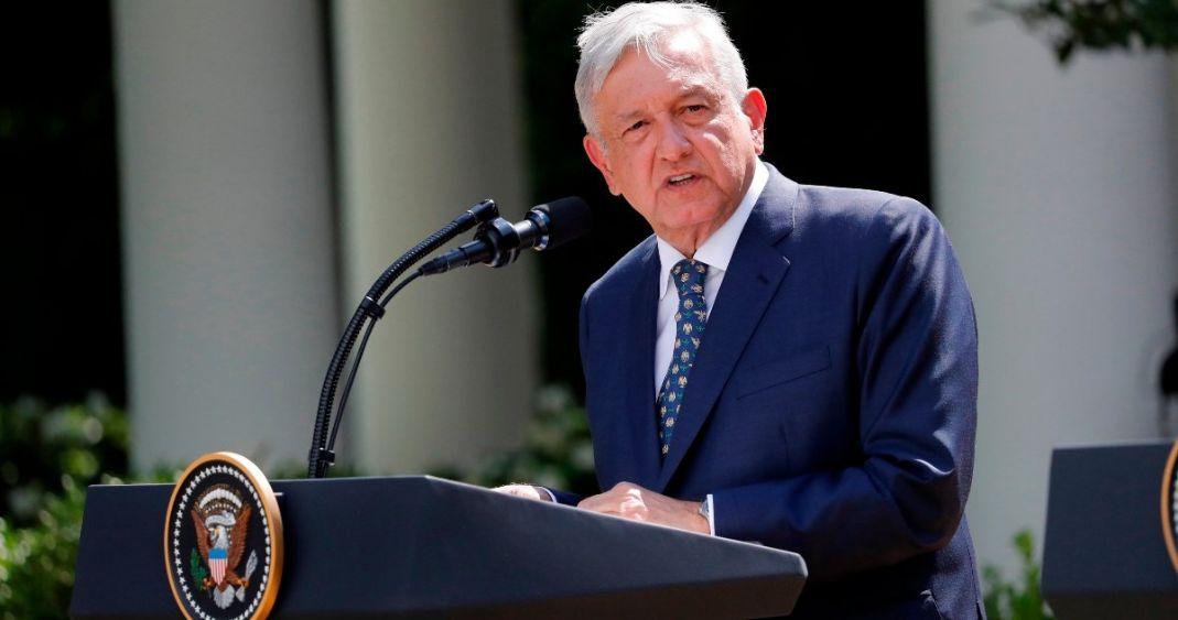 López Obrador se volvió a poner la banda presidencial: Muñoz Ledo