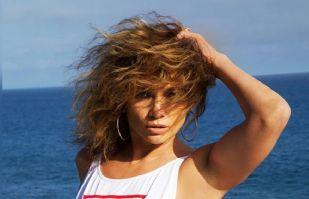 Jennifer Lopez le hace frente al caluroso verano y lo disfruta desde su piscina