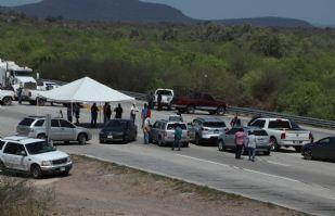 Tribu Yaqui cierra la carretera federal México 15; siguen los bloqueos