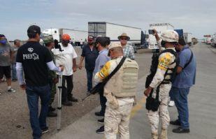 Transportistas endurecen protestas en Cajeme; bloquean carretera México 15
