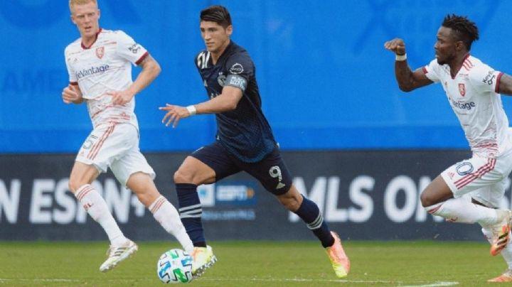 Alan Pulido y el Sporting KC consiguen pase a los octavos del torneo de MLS