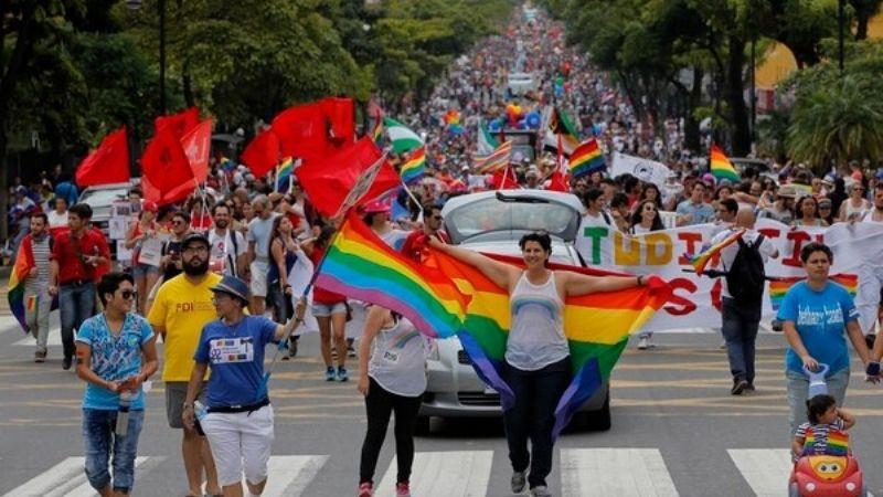 """Aprueban castigar a los que traten de """"curar"""" la homosexualidad con terapias de conversión en CDMX"""