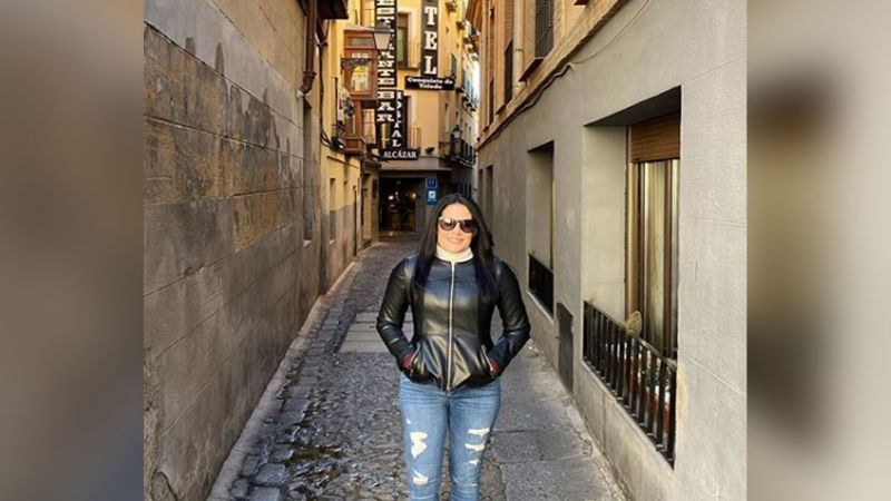 América Guinart, la primera esposa de 'El Potrillo', así luce sus 48 años