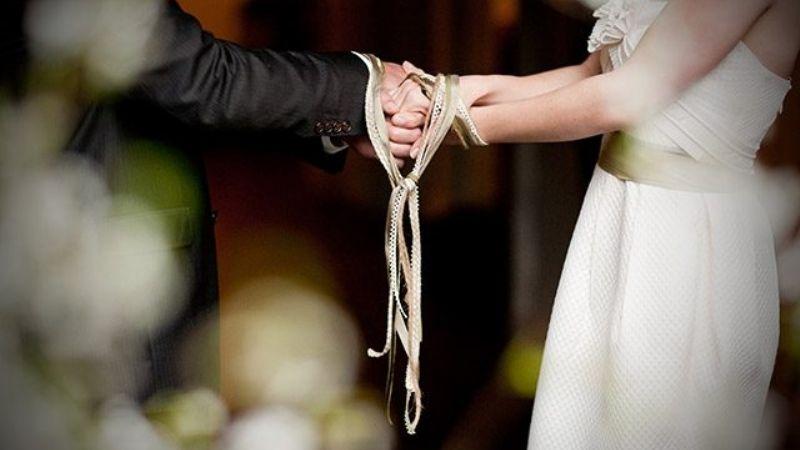 Desesperada mujer decide demandar a su pareja por no decidirse a proponerle matrimonio