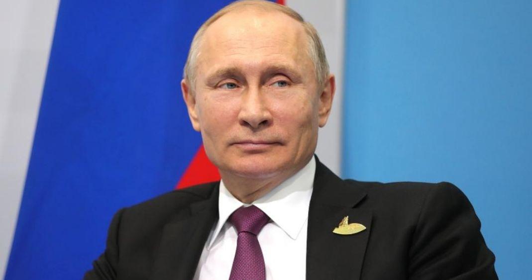 Putin se burla de embajada de EUA por colgar bandera LGBT