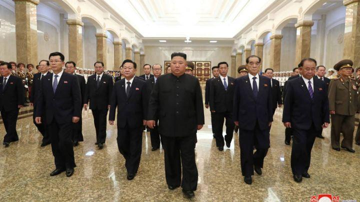 Kim Jong-un reaparece en público y rinde tributo a su abuelo en su aniversario luctuoso