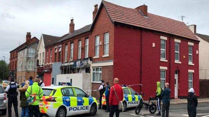Mujer armada con un cuchillo es herida de bala por la Policía de Liverpool