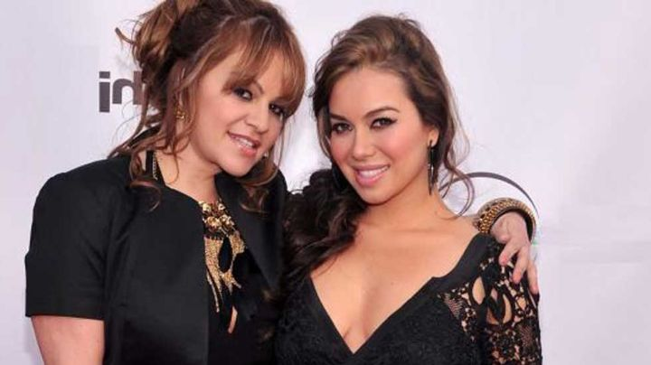 Mientras la dinastía arde en llamas, Chiquis dedica emotivo mensaje a su madre Jenni Rivera
