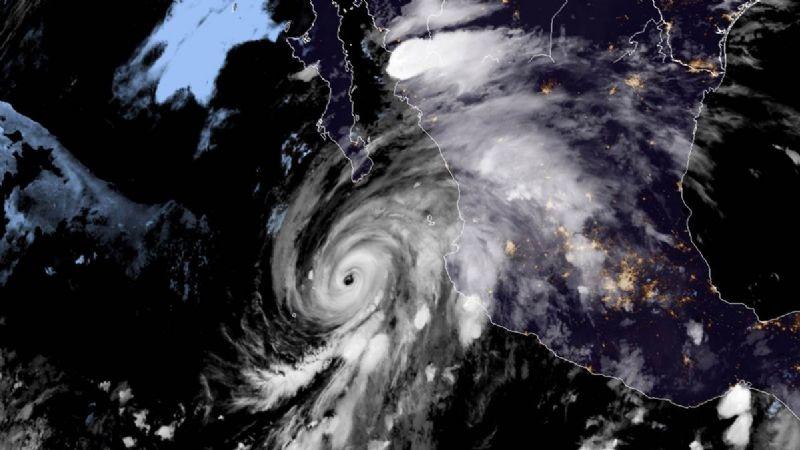 ¡Alerta en BCS! Huracán 'Genevieve' llegará a las costas; Sinaloa y Colima cierran puertos