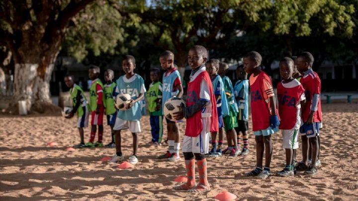 Tragedia en Uganda: 10 niños mueren en un campo de futbol tras el impacto de un rayo