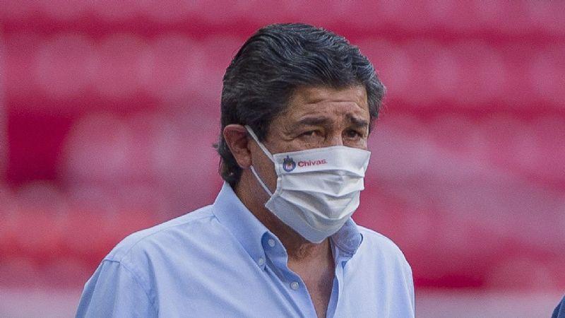 A Tena el futuro se le hace 'flaco' con Chivas; afición pide a Vucetich