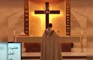 VIDEO: Techo de una iglesia caen sobre feligreses tras potente explosión de Beirut