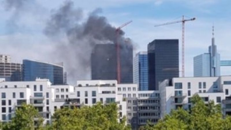 (VIDEO) Arde edificio del World Trade Center en Bruselas; se desconocen las causas