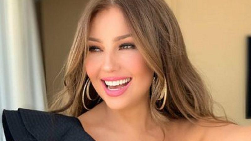 Con extravagante pose, Thalía presume su 'look' del día en Instagram y enamora a sus fans