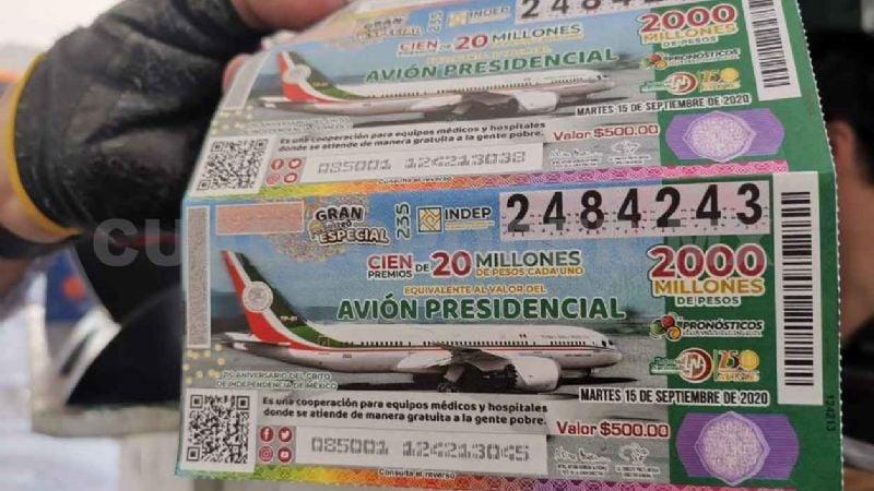 Gobernador de Tabasco gasta 100 mil pesos en 'cachitos' para la rifa del avión