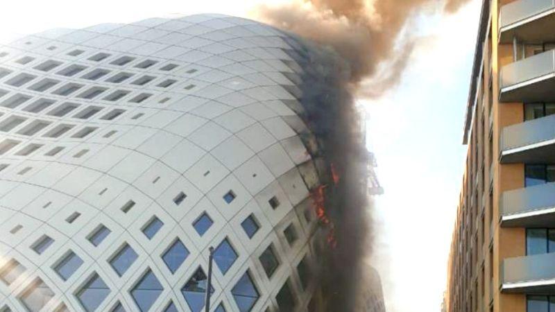Otra tragedia en Beirut: Fuerte incendio consume edificio de Zaha Hadid