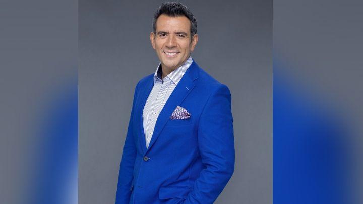 """Tras abrupto despido y triunfo en Televisa, Héctor Sandarti habla de su salida de Telemundo: """"Fue un shock"""""""