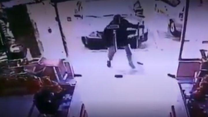 VIDEO: Extorsionador lanza bomba a negocio tras negarle dinero en Venezuela