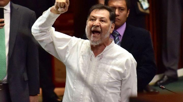 (VIDEO) Fernández Noroña: El diputado recibe 'tomatazos' y 'huevazos' en Hidalgo
