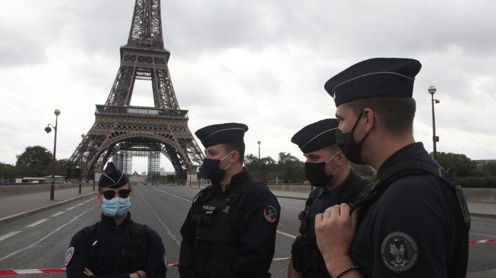 Torre Eiffel, bajo amenaza: Evacuan el famoso monumento por presunta bomba