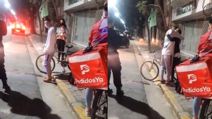 VIDEO: Le roban bicicleta mientras laboraba; mujer se solidariza y le da la suya