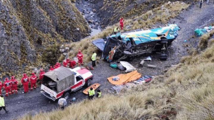 Autobús se precipita a barranco en Bolivia; hay 19 muertos y 24 heridos