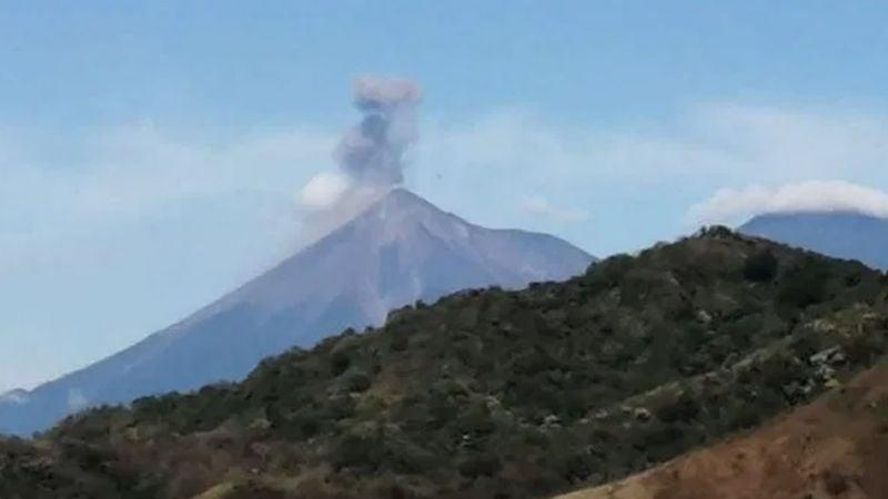 """Guatemala: Reportan erupción del Volcán de Fuego: """"Hay avalanchas de lava débiles y moderadas"""""""