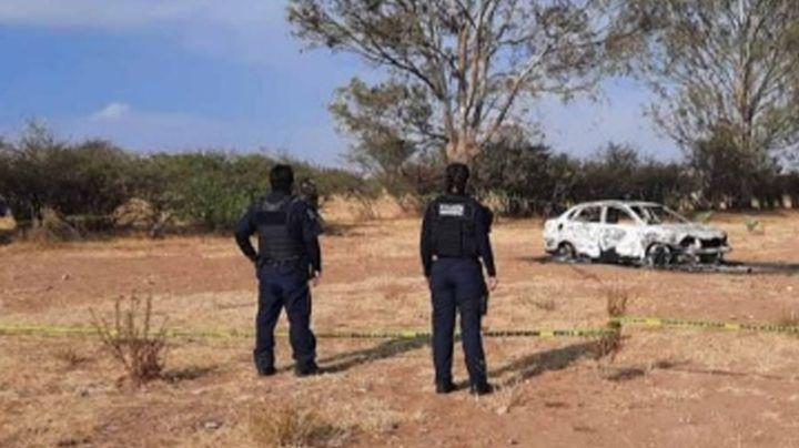 Encuentran automóvil incendiado en Querétaro con una persona calcinada
