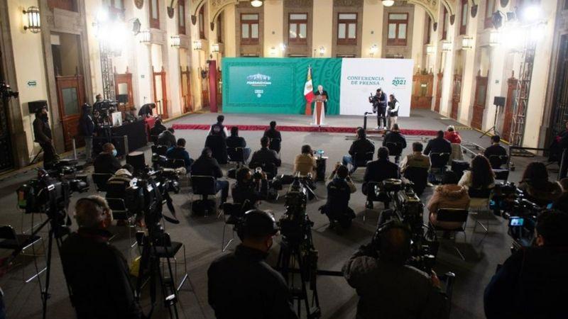"""""""Defienden con dignidad a México"""": AMLO ante trabajo de diplomáticos"""