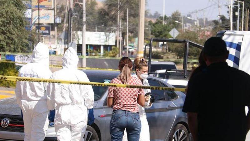 Hombre muere a balazos en Tlaquepaque mientras conducía con su familia abordo