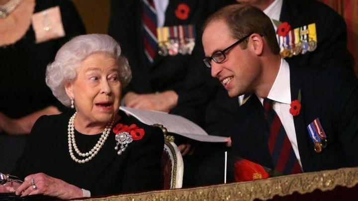 Príncipe William es 'aclamado' para ser el nuevo rey tras abdicación de la Reina Isabel II