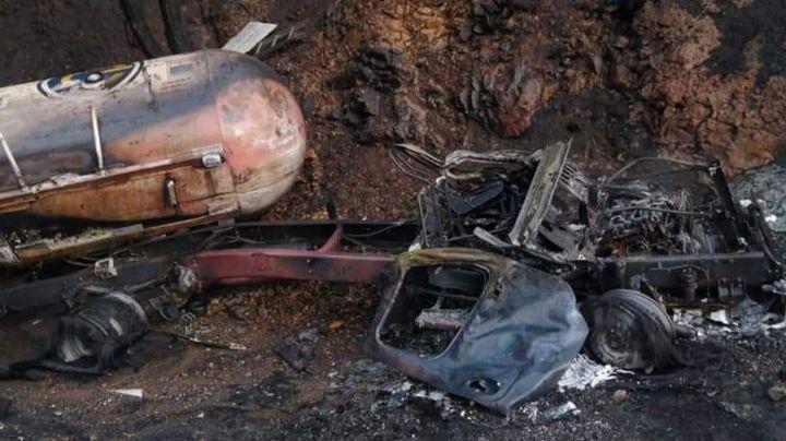 Volcadura e incendio de pipa de gas deja como saldo un conductor calcinado en la México-Tampico