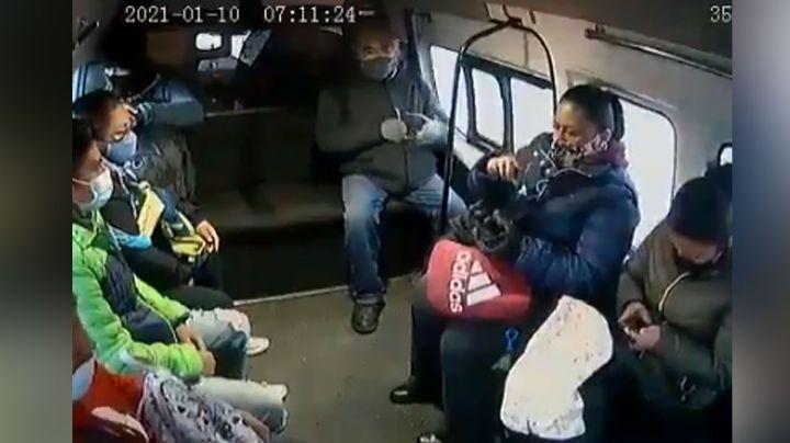 A punta de pistola, tres sujetos despojan de sus pertenencia pasajeros de una combi
