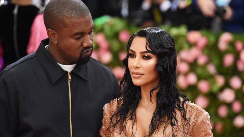 Afirman que Kim Kardashian está indecisa de terminar su matrimonio con Kanye West