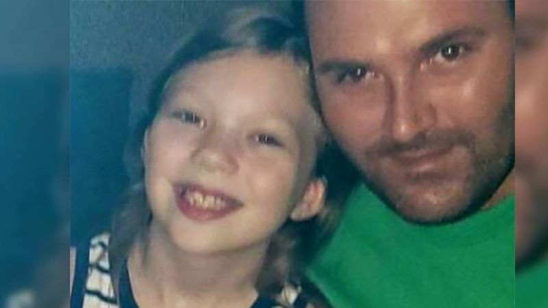 Niña de 9 años conmueve a todos tras realizar venta pasteles para pagar el funeral de su papá