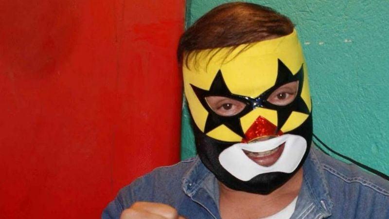 A esto se dedica El Super Muñeco luego de desaparecer de la lucha libre