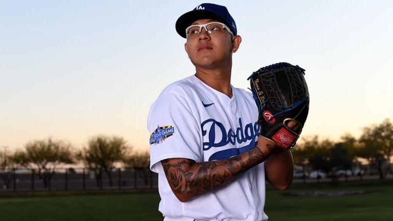 Julio Urías seguirá con los Dodgers; logra acuerdo por una temporada