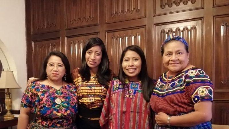 Yalitza Aparicio presume foto con la activista guatemalteca Rigoberta Menchú