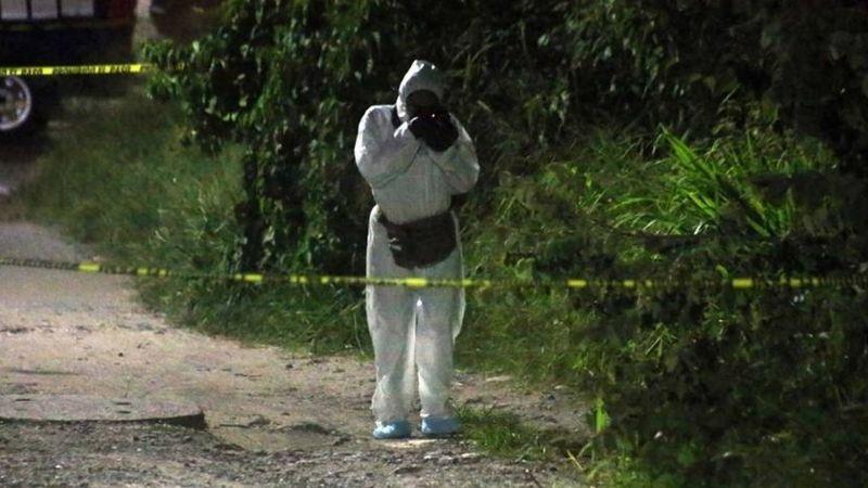 Encuentran cadáveres de siete hombres y una mujer en río de Michoacán