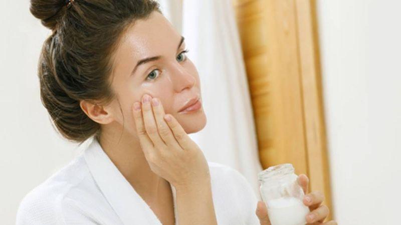 Por qué no se debería usar aceite de coco en la cara como rutina de belleza