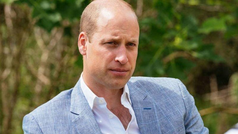 Príncipe William revela que un perro policía lo 'atacó' tras confundirlo con desconocido