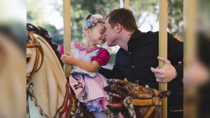 De boxeador a maquillista: El 'Canelo' es captado al hacer todo por su hija
