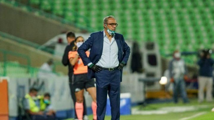 Martín Pérez, entrenador del Club Santos, pierde la batalla contra el Covid-19