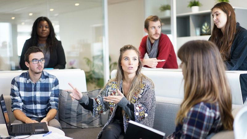 ¡Mejora tu ambiente laboral! Descubre la importancia de tener amigos en tu trabajo