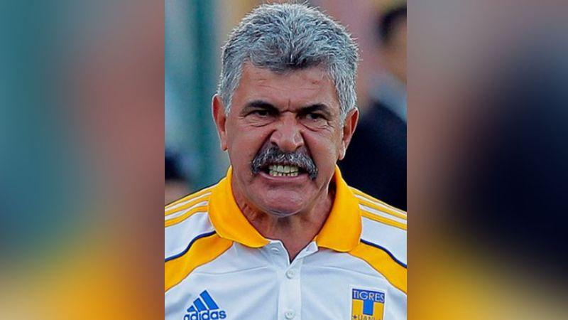 'Tuca' Ferretti es suspendido por la Comisión Disciplinaria tras fumar en la banca del TSM