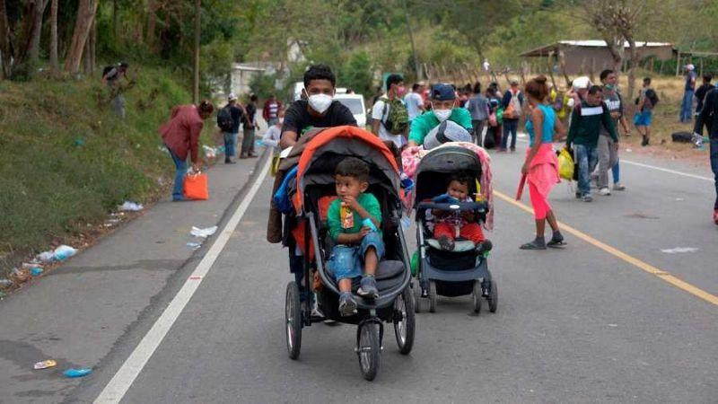Caravana de migrantes hondureños regresa a su país tras fracasar en intento de llegar a EU